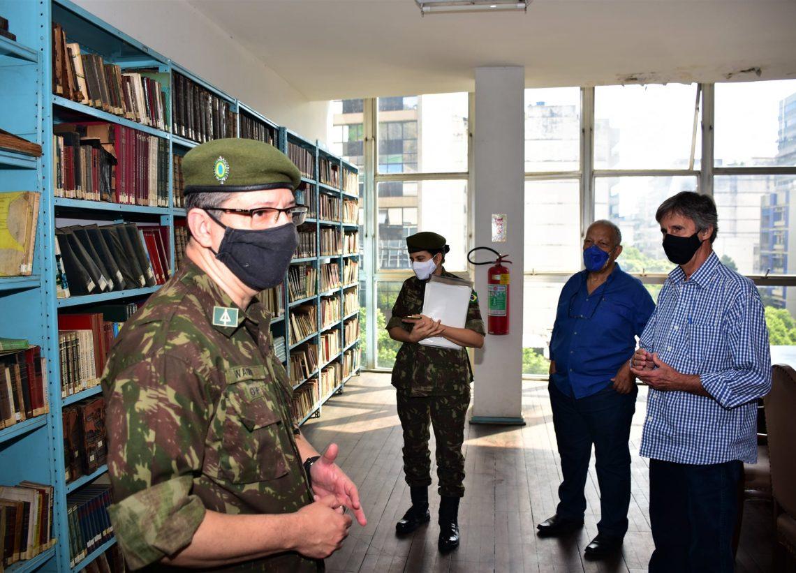 Club Municipal recebe visita do comando da BIBLIEx