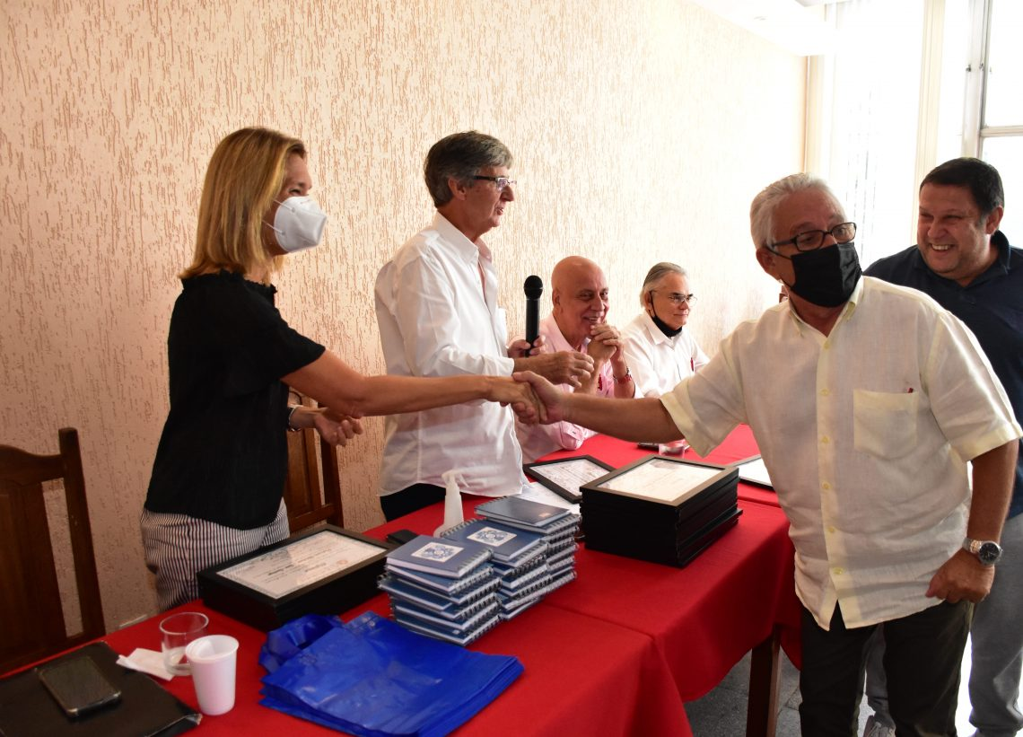 Dia de Emoção: Club Municipal homenageia professores